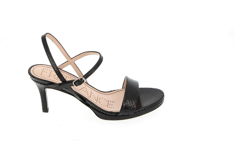 hydra4 buckle sandal